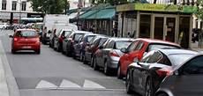 application auto id 233 es pratiquent pour se garer sans