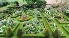 Dans Un Jardin Les Jardins D Angelique Montmain Parcs Jardins