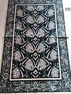 sajadah motif merak ngibing etnika jual sajadah batik etnika motif merak ngibing batik garu cream hijau di lapak hnetglobal hnetgtlobal