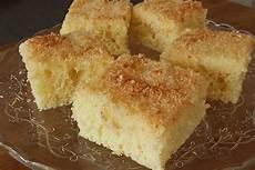 rezepte mit buttermilch saftiger buttermilch kokos kuchen auf dem blech blechkuchen