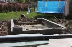 construire un bassin à poisson bassin poisson hors sol parpaing
