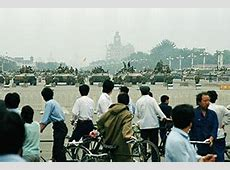 how many students died in tiananmen square