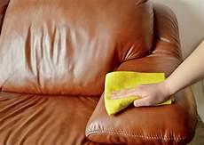 nettoyer canapé cuir 7 conseils pour nettoyer votre canap 233 en cuir