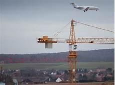erster flug vom flughafen kassel geht nach zypern