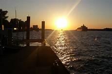 wo kann fuß gucken schiffe gucken bei sonnenuntergang hamburg insider
