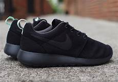 nike womens roshe run black arctic green sneakernews
