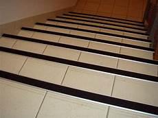 antidérapant pour escalier en bois carrelage escalier antid 233 rapant