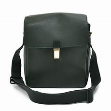 louis vuitton green taiga leather louis vuitton yaranga green taiga leather messenger bag