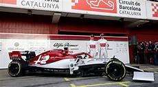 alfa romeo f1 2019 alfa romeo unveils formula 1 car for new season sportsnet ca