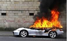 porsche brulee nantes manifestations 224 nantes une porsche en feu enflamme la toile le parisien