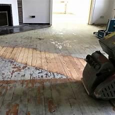 teppichkleber holz entfernen bodenrenovierung teppichkleber dielen entfernen