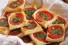 tomaten knoblauch basilikum quadrate aus bl 228 tterteig
