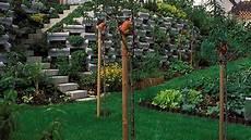 Steile Böschung Bepflanzen - neue hangbepflanzung darauf sollten sie achten