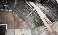 pose ecran sous toiture renovation isolation sur chevrons comment poser un isolant sur