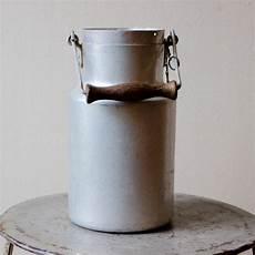 ancien pot 224 lait laiti 232 re en aluminium m 233 tal blanc avec