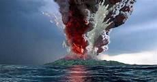 Anak Gunung Krakatau Meletus Dasyat Berikut Rentetan