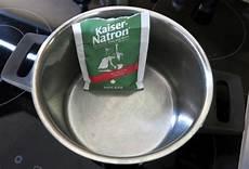 topf angebrannt was tun fleisch angebrannt rezepte hausmittel frag mutti
