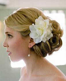 Wedding Hairstyles With Fresh Flowers