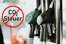 Pro Contra Keine Co2 Steuer Auf Diesel Benzin Und