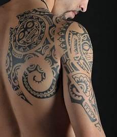 tattoos on shoulder blade