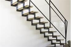 escalier en acier escalier 224 cr 233 maill 232 re en acier bois et verre les
