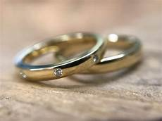 wedding ring picks up radio his and hers wedding rings how to pick rings that complement each other jacob mercari