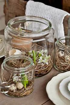 Festliche Tischdeko Zu Ostern Typische Ostersymbole Auf