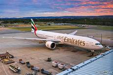 emirates temporarily resume second perth dubai service