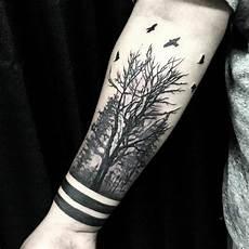 Arm Tattoos Männer - wald symbolische bedeutung attraktive designideen