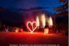 figur in feuerwerk mit fünf buchstaben lichtbilder symbole zeichen buchstaben als feuerwerk partyservice bodensee