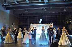 toholammin lukion vanhat tanssivat n 228 ytt 228 v 228 sti