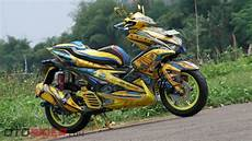 Modifikasi Motor Aerox 155 by Modifikasi Yamaha Aerox 155 Vva 2017 Praktis Jadi Bumble Bee