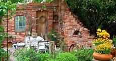 ruinenmauern mauerwerk garten klinker ziegelsteine