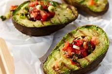 Vegane Gegrillte Avocado Mit Tomatensalsa