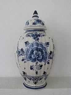 delfter porzellan vase mit deckel hoork