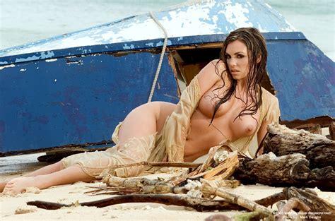 Mara Nude