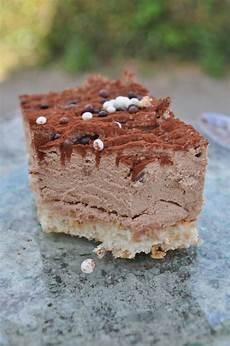 Chantilly De Chocolat Au Lait Sur Dacquoise Aux Amandes