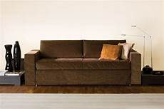 un letto divano letto con letto estraibile frank