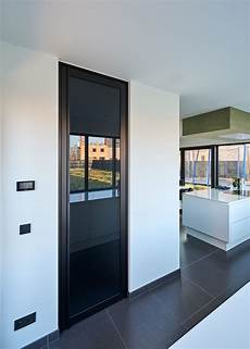 porte interieur grise porte vitr 233 e en style atelier sur pivot