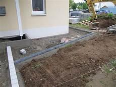 terrassenplatten direkt auf erde verlegen projekt quot schnitzelbude quot start der pflasterarbeiten