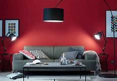 Un Salon Moderne Des Couleurs Chaudes Sur Les Murs