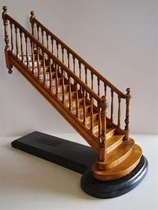 escalier en colimaçon dimensions hauteur marche escalier peindre un escalier construction