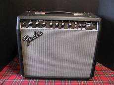 Fender Frontman 25r Solid State Reverb Near