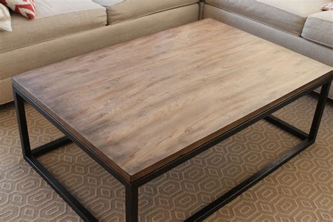 Poltrone E Sofà Reclami : Wood Coffee Table With Metal Legs.