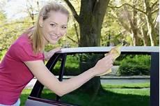 autoscheiben putzen so geht s richtig einfach und effektiv