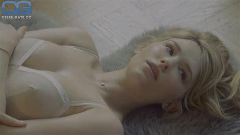 Hannah Simone Nude