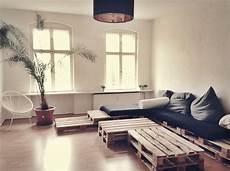 wohnzimmer aus paletten couchlandschaft aus paletten f 252 rs wohnzimmer diy paletten palettencouch