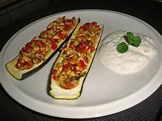 Rezept Gefüllte Zucchini - travelamigos gef 252 llte zucchini quot griechisch quot mit tomaten
