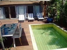 mini piscine enterrée pour une piscine de luxe haut de gamme optez pour le bois