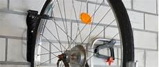 fahrrad garage aufhängen fahrrad wandhalterung test das fahrrad platzsparend